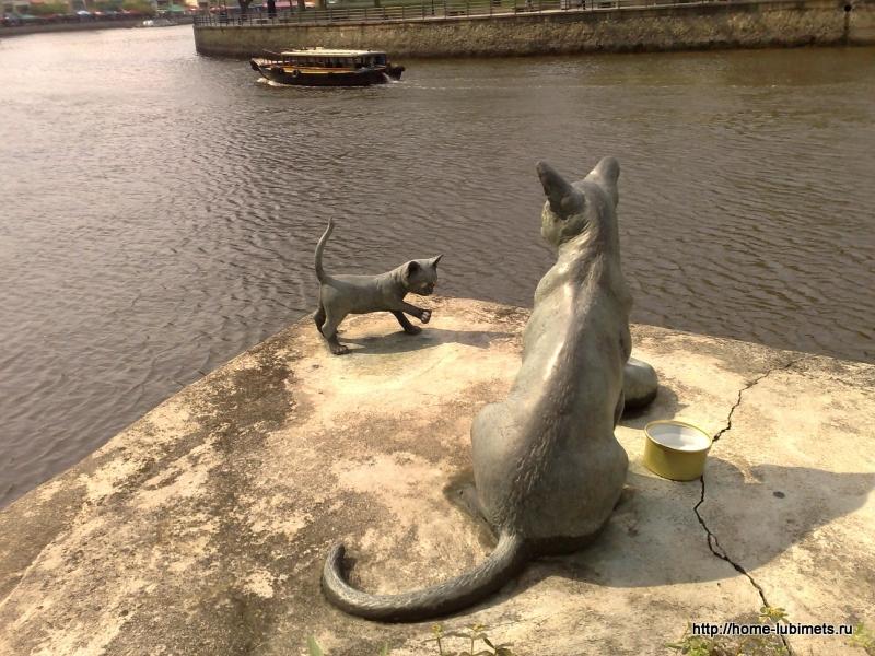 Памятник кошке в Сингапуре